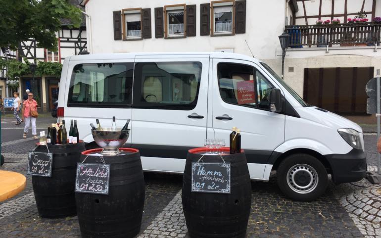 Weinstand auf dem Winninger Wochenmarkt